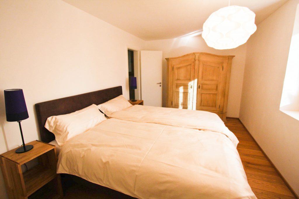 1st double bedrooms with en-suite bathroom, 2 orthopedic Boxspring beds, window with view east side. Naturally heated wood floor in all rooms.